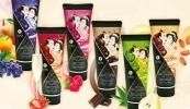 Crème de massage comestible SHUNGA texture douce onctueuse, avec parfums chocolat, thé vert, fraise, framboise, fruits exotiques, et amande douce top4