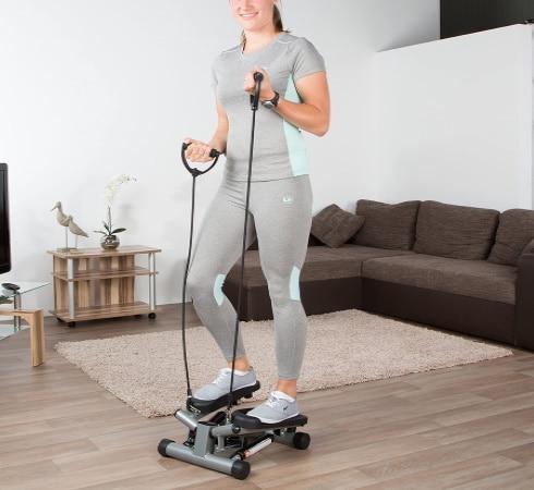 Comment faire du stepper avec élastique à la maison, sport chez soi type fitness, pour faire travailler muscles jambes, fessier, et bras top3