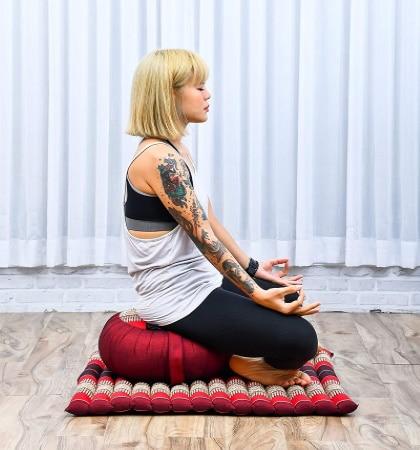 Tapis méditation avec coussin fesses épais, pour méditer confortablement avec fesses relevées, idéal pour débutant ou pratiquant yoga sur siège épais